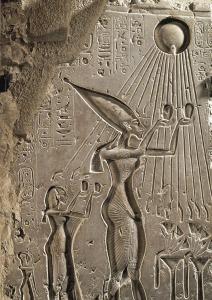 akhenaten-and-sun-god